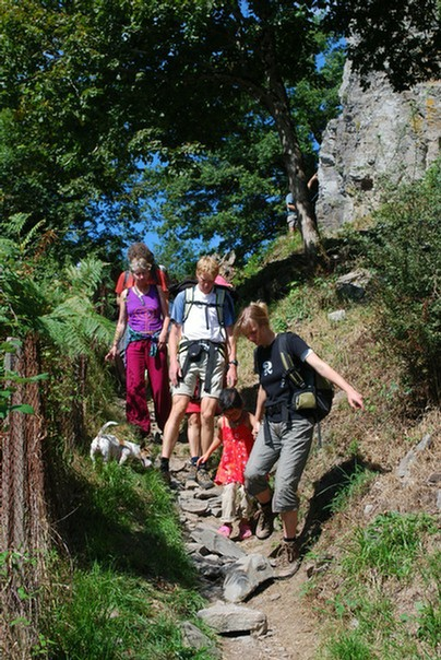 kleine familiecamping frankrijk, georganiseerde wandeling