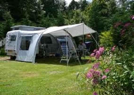 Kampeerplaats op centrale veld van de camping
