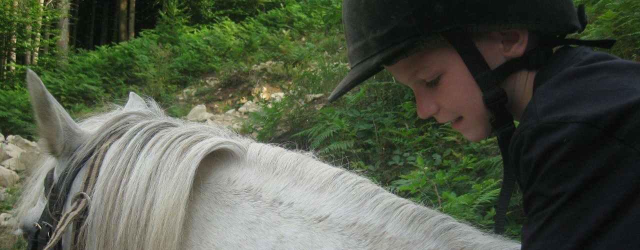 Paardrijden vlakbij onze camping in Frankrijk