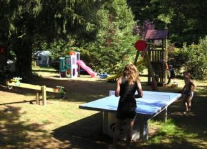 potje tafeltennissen bij Camping Chantegril