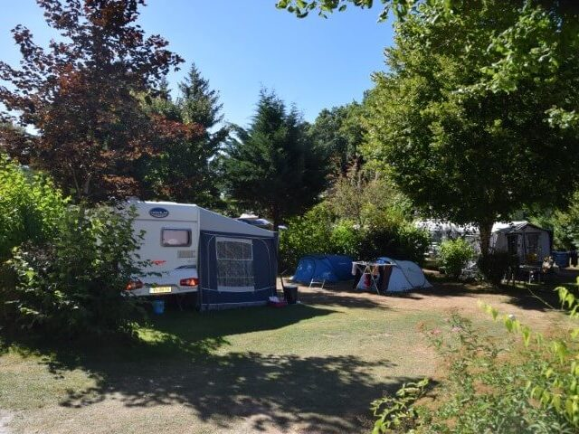 Kampeerplaats op onze kleine camping in Frankrijk