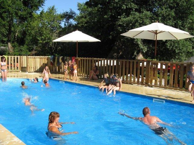 Zwembad op onze kleine camping in Frankrijk