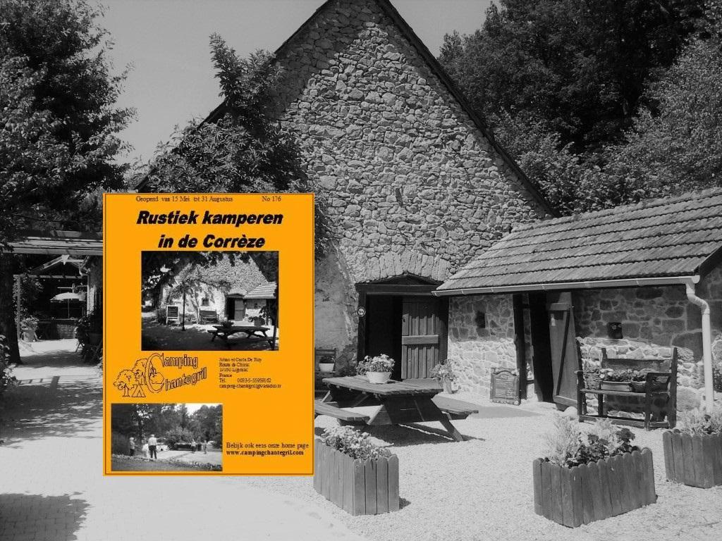 Foto van onze 240 jaar oude boerderij met daarin verwerkt het eerste SVR foldertje.